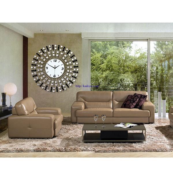 đồng hồ treo tường trang trí phòng khách không gian sang trọng và tươi mới